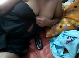 indian bhabhi showing bigtits